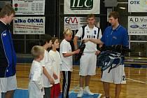 Děti se při tradičním setkání s hráči A týmu opět skvěle bavily.