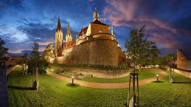 Okolí chrámu sv. Bartoloměje v Kolíně.