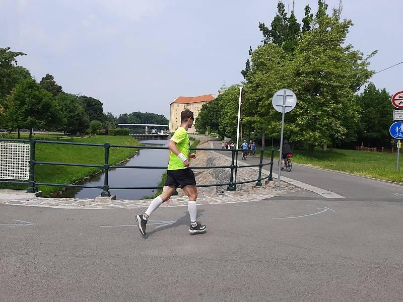 Maratonci různého věku doběhli z Kolína do Poděbrad a zpět v rámci závodu MFB MarathOn Labe letos podruhé.