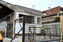 Rekonstrukce sportovních kabin v Doubravčicích.
