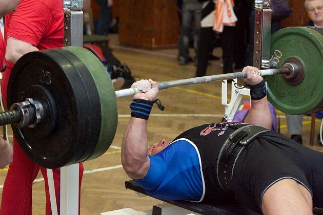 Josef Drahota zvedl nad hlavu 240 kg.
