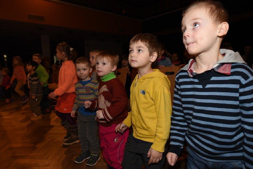 Divadélko upozorňovalo děti na nebezpečí internetu