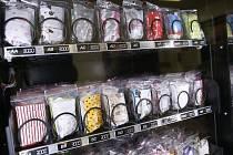 Automat na prodej ochranných roušek. Ilustrační foto
