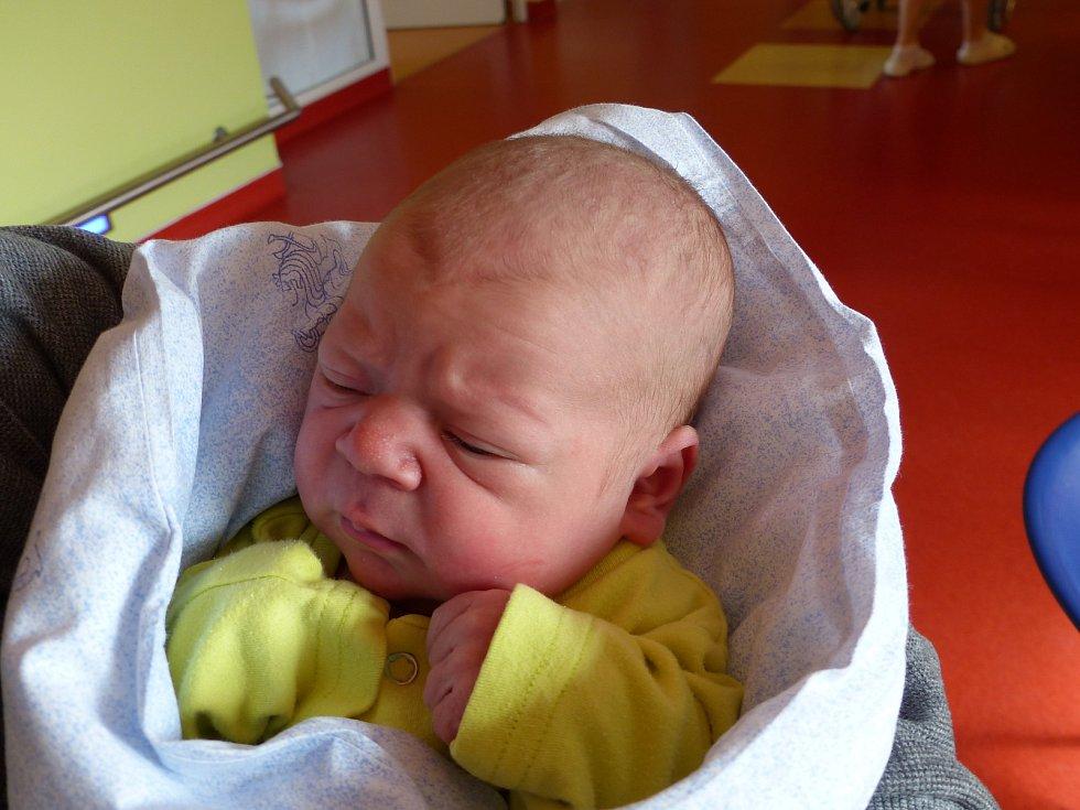 Michal Jeřábek se narodil 3. března 2019, vážil 3475 g a měřil 49 cm. V Zásmukách ho přivítali sestřičky Alča (13), Lucka (10), Zuzanka (1.5) a rodiče Martina a Martin.