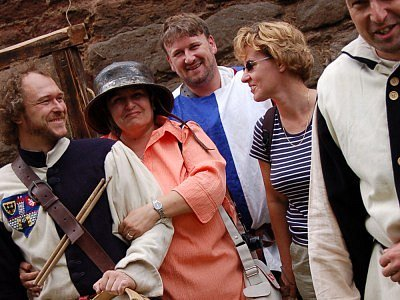 Členy komise přivítala na hradbách v Českém Brodě městská  garda v originálních dobových kostýmech.