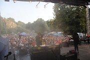 Kouřimská skála přilákala spoustu fanoušků, kteří díky hudbě zavzpomínali na Petra Muka.