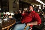 Zahrádka kavárny Cafe Bar Monet na Karlově náměstí v Kolíně.
