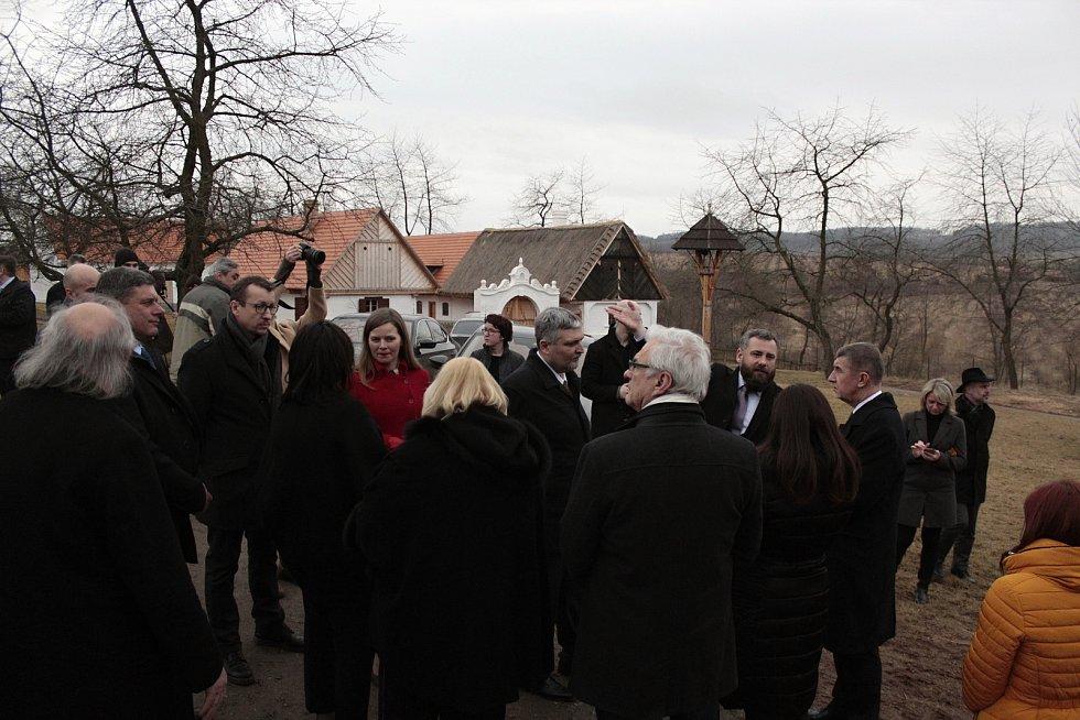 Vládní delegace se rozjela Středočeským krajem.