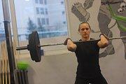 Vzpírání získává na popularitě. I díky crossfitu. Fotografie z amatérské soutěže ve vzpírání ve sportovním centru Tvůj Gym v Kolíně.