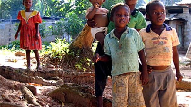 Děti v mosambijské vesnici