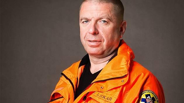 LÉKAŘ záchranné služby a náměstek pro léčebně preventivní péči středočeské záchranné služby Jiří Knor.