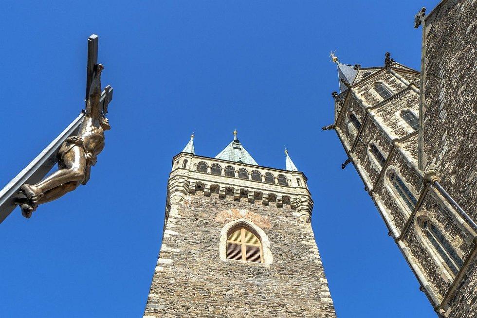 Zvonice u chrámu sv. Bartoloměje v Kolíně.