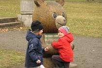 Malí Kolíňáci na Medvědí louce a přilehlém dětském hřišti.