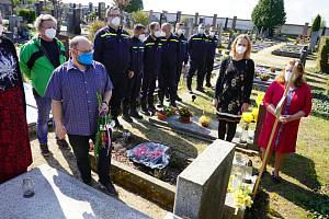 Připomenutí 76. výročí Dne vítězství v Pečkách.
