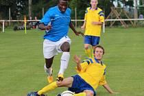 ČTVRTOU PŘÍČKU obsadili v minulé sezoně fotbalisté Tuchorazi (ve žlutém). Trenér Lukáš Trnka byl spokojený