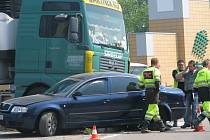 Dopravní nehoda na začátku nového mostu v Kolíně. 30. 4. 2009