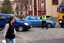 Dopravní nehoda na náměstí v Kostelci n. Č. l.