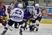 DEBAKL. Hokejisté Kolína hráli v dalším kole na ledě Havlíčkova Brodu. A nedopadli dobře. Schytali sedm gólů.