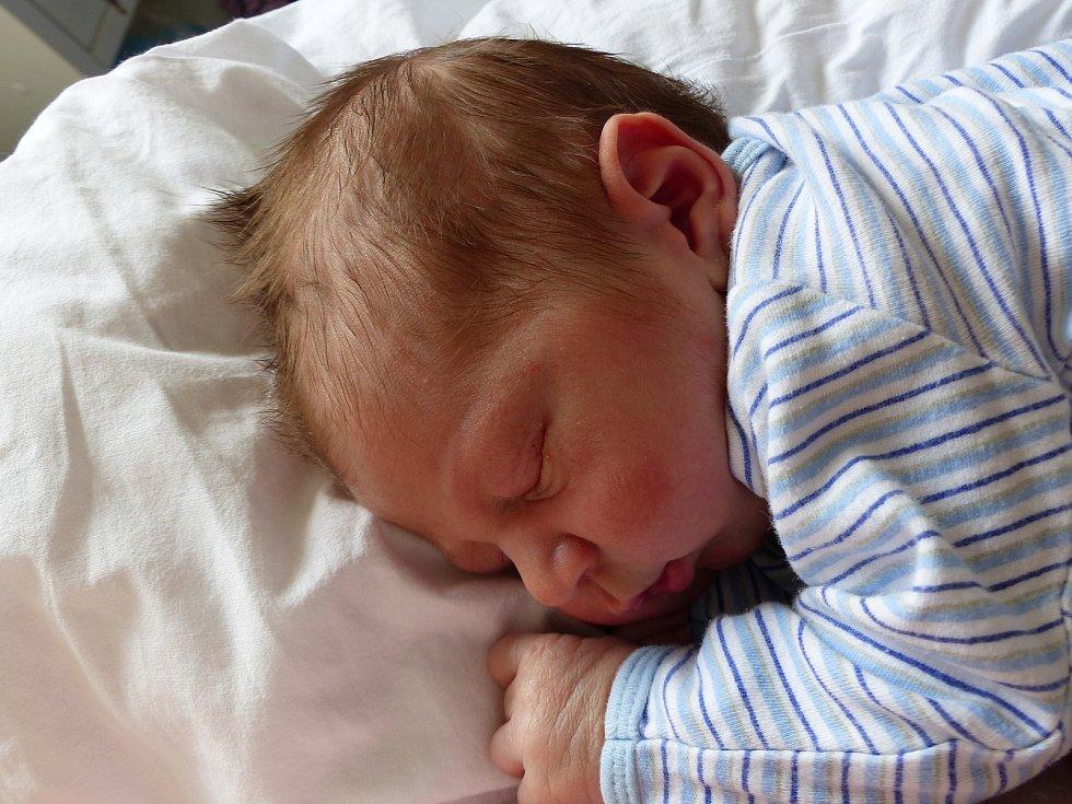 Vojtěch Kůta se narodil 25. června 2021 v kolínské porodnici, vážil 3835 g a měřil 51 cm. Do Úval odjel s bráškou Matyášem (3) a rodiči Janou a Zdeňkem.