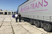 V  Kolíně zadrželi migranty, vyskákali z kamionu
