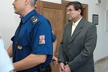 Deset a půl roku si ve věznici ostrahou odsedí 57letý Oldřich Petránek z malé osady poblíž obce Kořenice na Kolínsku.