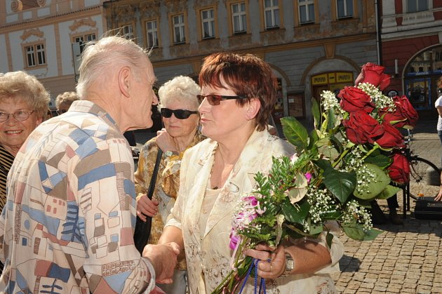 František Kmoch blahopřál oslavenkyni.