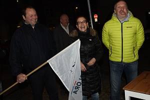Václav Klaus mladší seznamoval občany Kolínska s nově založeným hnutím Trikolóra. Přítomna byla jeho kolegyně Zuzana Majerová Zahradníková.