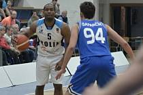 Z utkání BC Geosan Kolín - USK Praha (68:72).