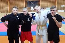 Kolínský tým v Chodově. Zleva trenér Martin Heller, Jan Škarka, Filip Veselý a Lukáš Hanzálek.