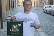 Jakub Vyhnánek vyhrál karton piv značky Rohozec a permanentku na utkání fotbalistů Kolína.