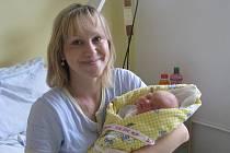 Karolína Synková se narodila 8. prosince 2010, vážila rovných 3000 gramů a měřila 48 centimetrů. S rodiči Janou a Jindřichem a téměř tříletou sestřičkou Kateřinou bydlí v Kolíně.