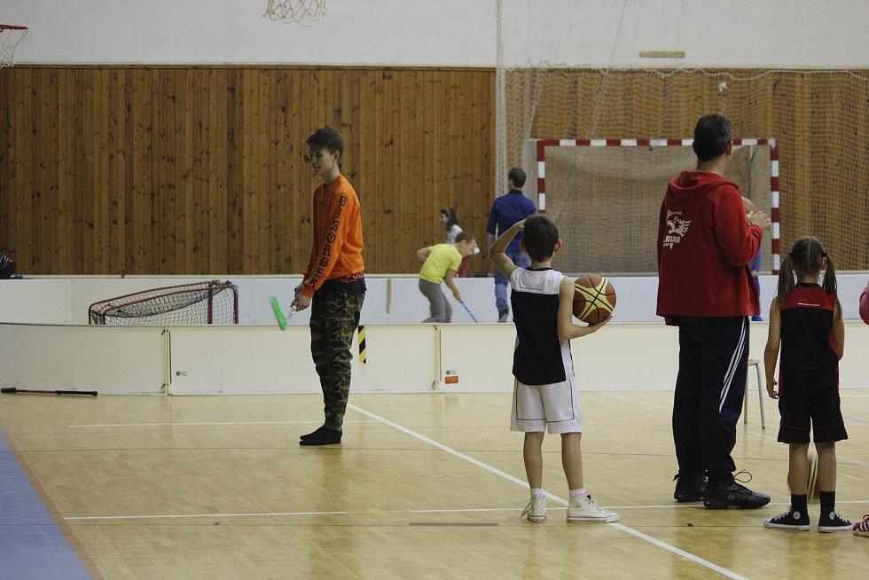 Mikuláš zavítal do kostelecké sportovní haly.