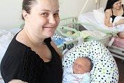 Matyáš Minarčík se narodil 1. ledna 2018 s mírami 52 centimetrů a 3635 gramů. S maminkou Helenou a tatínkem Dominikem bude vyrůstat v rodném Kolíně.