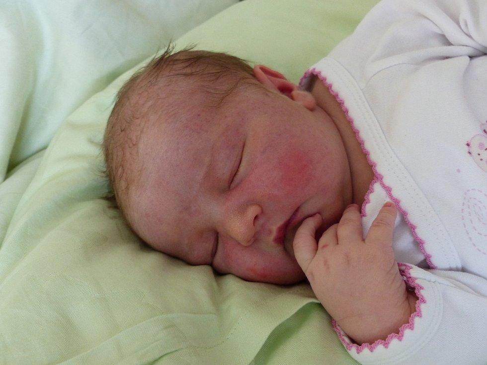 Sofie Samková se narodila 30. června 2021 v kolínské porodnici, vážila 3780 g a měřila 50 cm. Do Červených Peček si ji odvezl bráška Theo (2) a rodiče Alžběta a Vít.