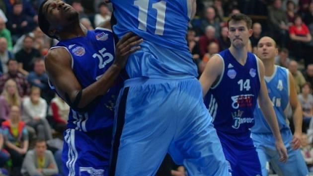 Z utkání BC Unikol Kolín - Ostrava (87:81).