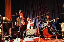 Zpěvačku Radůzu doprovodila tentokrát kapela