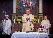Slavnostní svěcení kostela svatého Martina v Rostoklatech.