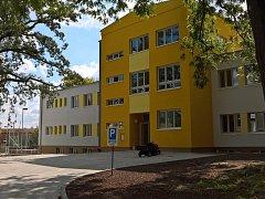 Budova nové školy v Českém Brodě