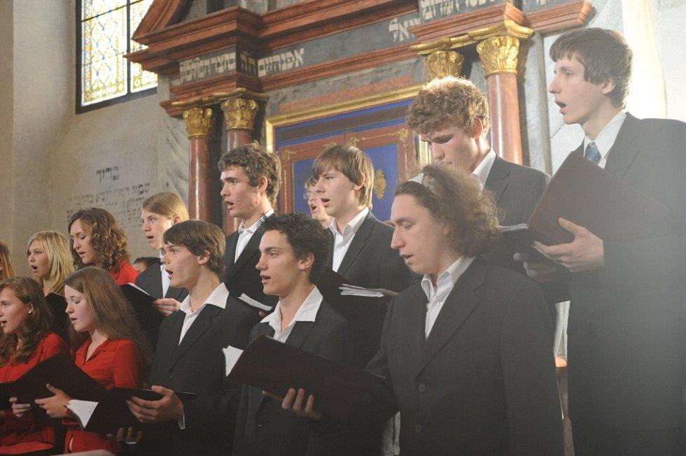 Gymnazisté zazpívali v kolínské synagoze. 27.5. 2009