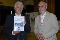 Historickou publikaci ukazuje Jiří Sissak ze společnosti Europa Prima Plana, jež každoročně bitvu u Kolína připomíná.