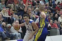 Z utkání BC Geosan Kolín - BK Opava (94:85).
