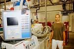 Ondřej Johannis, produktový manažer, u výrobní linky