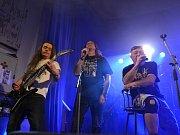 V pečecké sokolovně vystoupily kapely Yetti On, Telegraf a legendární Viktor Sodoma s Karlem Kahovcem.