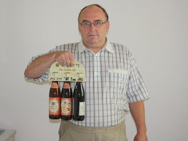 Elišku Vitáčkovou zastoupil strýc Ladislav Mazánek, který své neteři přivezl karton pivo značky Rohozec a poukaz do pizzerie Marilyn.