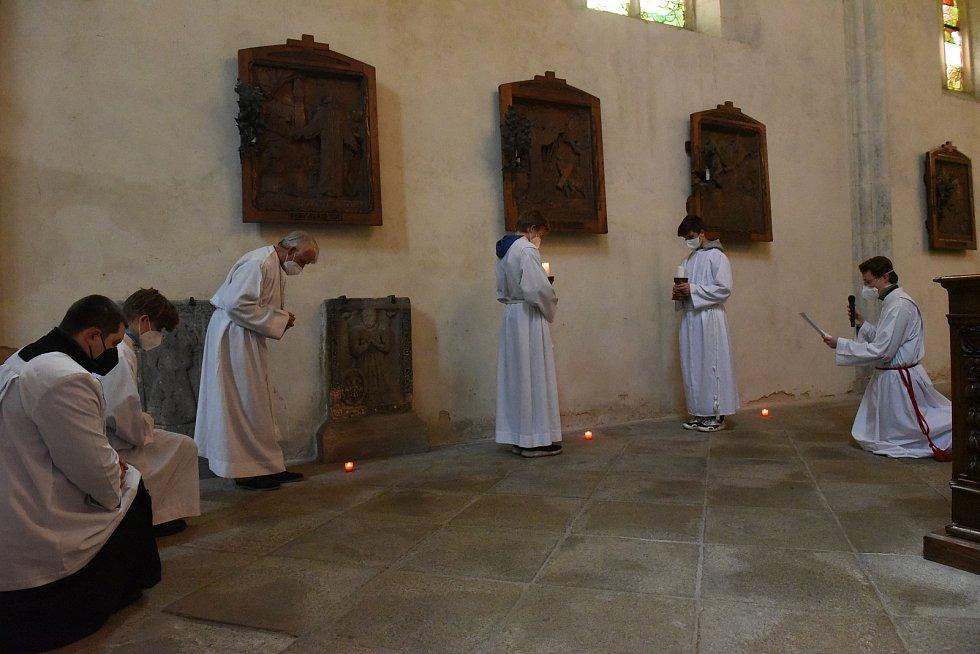 Z Křížové cesty v chrámu sv. Bartoloměje v Kolíně.