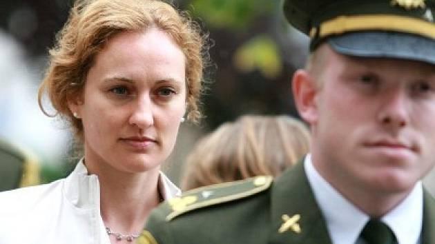 Také Sandra Mašínová, vnučka jednoho z takzvaných Tří králů, se v Kolíně a Lošanech zúčastnila pietního aktu k uctění památky protifašistických bojovníků Morávka, Mašína a Balabána.