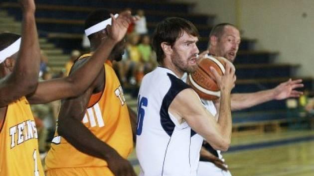 Hned na úvod přípravy si kolínští basketbalisté pozvali silného soupeře. S Univesity of Tennessee nakonec prohráli.