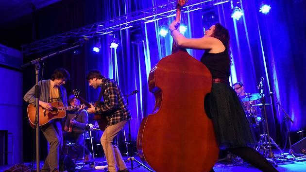 Koncert jihočeské kapely Epydemye v Městském společenském domě v Kolíně.