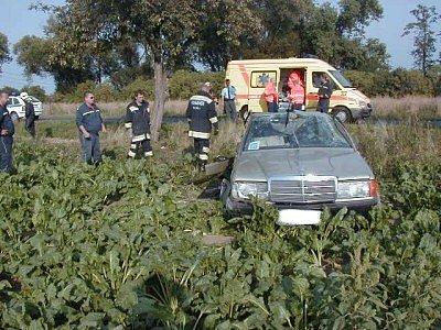 Řidič mercedesu nepřežil mohutné kotrmelce.