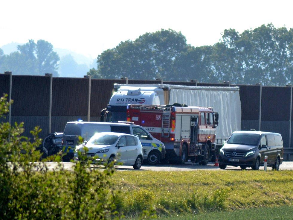 Tragický dopravní nehoda se odehrála nedaleko sjezdu na Šťáralku.